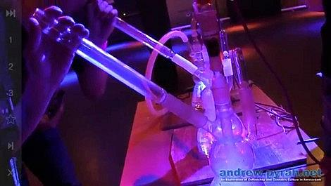 Vaping on the Verdamper at Social Cannabis Clubbing Amsterdam