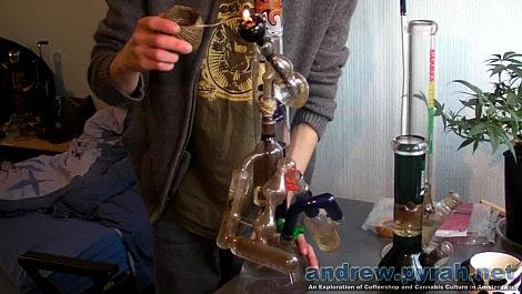 4 Ashcatcher Bong Hit - Thats not a bong. this is a bong